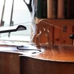 Seiten Aufziehen am Cello