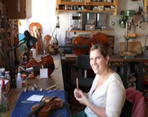 Geigenbauerin Verena Langer